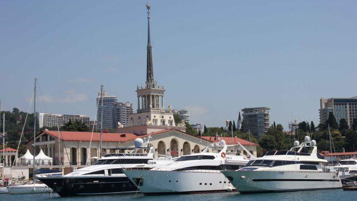 На Войкова порт Сочи с яхтами