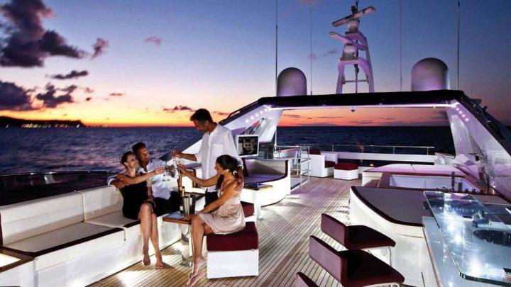 Экскурсия в вечернее время на яхте