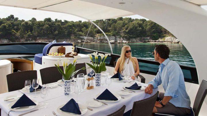 Праздничный обед и ужин на яхте