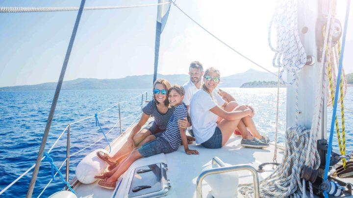 Прогулка на яхте всей семьей